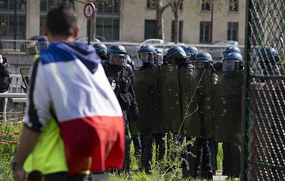 """""""Желтые жилеты"""" призвали сторонников из регионов собраться на акцию протеста в Париже"""