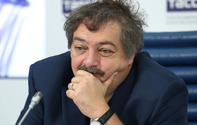 Жена Быкова заявила, что в состоянии писателя наблюдается положительная динамика