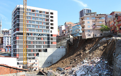 В Стамбуле обрушился четырехэтажный жилой дом