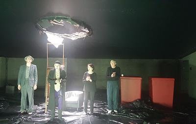 """Театр-Театр в Перми представил историю о слепом Хамме по пьесе Беккета """"Конец игры"""""""