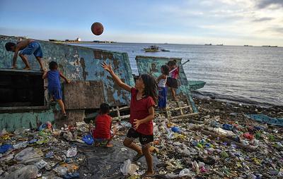 В WWF заявили, что до 12 млн тонн пластика ежегодно оказывается в мировом океане