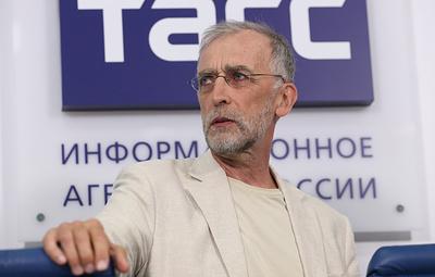 """Нобелевский лауреат: """"Развивая сырьевую модель экономики, мы импортируем кризисы"""""""