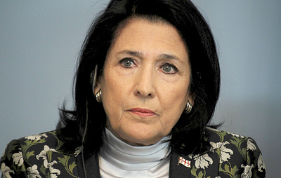 Зурабишвили заявила, что должна быть с народом Грузии в момент напряженной ситуации