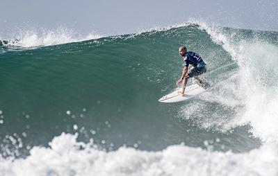 Медали парижских ОИ в серфинге могут разыграть во Французской Полинезии или в Гваделупе