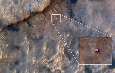 NASA показало снимок аппарата Curiosity, сделанный с орбиты Марса