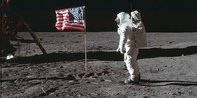 50 лет назад люди сели на Луну, в 2024-м NASA хочет туда вернуться. Но стоит ли игра свеч?