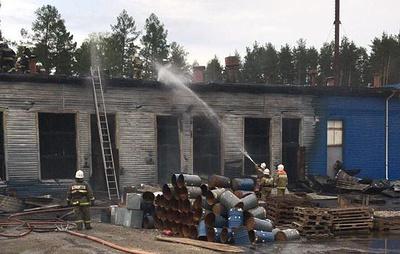 Пожарные сбили открытое горение на территории бывшего химзавода в Свердловской области