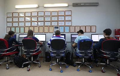 В Роспотребнадзоре напомнили, сколько времени школьникам можно проводить за компьютером