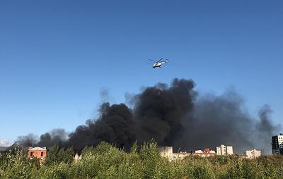 Два человека пострадали при пожаре на складе свечей в Петербурге