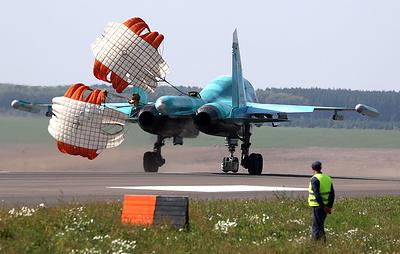 """Су-34 и Ан-26 приземлились на строящуюся магистраль """"Европа - Западный Китай"""" в Татарстане"""