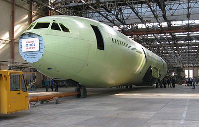Стапельная сборка первого образца самолета Ил-96-400М завершена в Воронеже