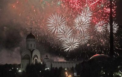 Артиллерийский салют в честь 75-летия освобождения Таллина прошел в Москве