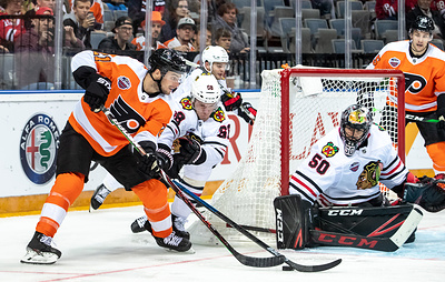 """""""Чикаго"""" и """"Филадельфия"""" собрали аншлаг на матче НХЛ в Праге. Россия ждет своей очереди"""