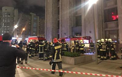 Пожарные проверяют информацию о возгорании в здании МИД РФ в центре Москвы