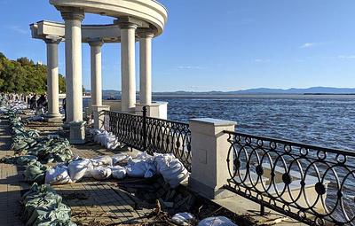 В Хабаровске начали восстанавливать поврежденную наводнением набережную