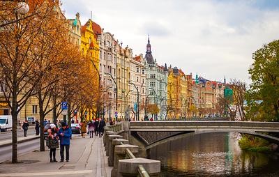 Исследование: россияне на ноябрьские праздники полетят в Москву, Петербург и Прагу