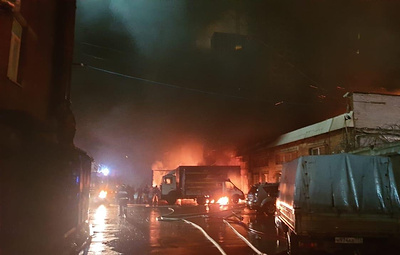 На востоке Москвы горит склад на площади 800 кв. м