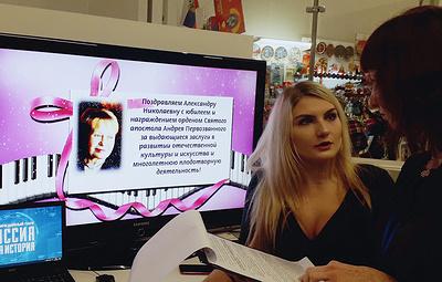 В музее Волгограда лауреат детского Евровидения открыла выставку в честь Пахмутовой