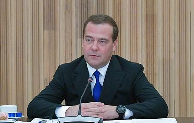 Медведев поручил разработать программу по реконструкции зданий региональных театров