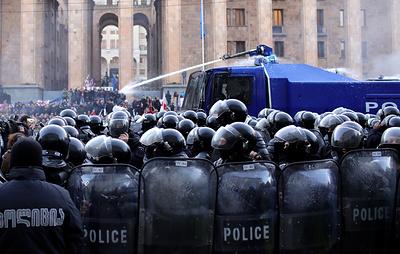 СМИ: в Тбилиси задержали 10 человек в ходе разгона митинга у здания парламента