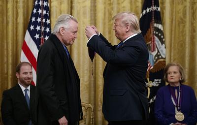 Трамп наградил актера Джона Войта медалью за вклад в искусство