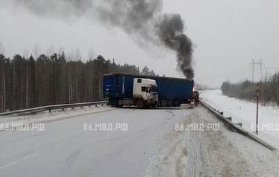 Шесть автомобилей столкнулись на трассе в Югре