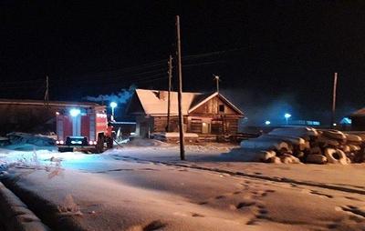 В общежитии иркутского поселка ликвидировали пожар, в котором погибли два человека