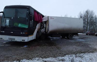 Полиция задержала водителя автобуса, столкнувшегося с грузовиком в Тюменской области
