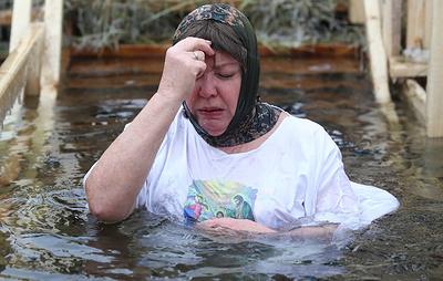 Роспотребнадзор рекомендует воздержаться от купания на Крещение детям и пожилым людям