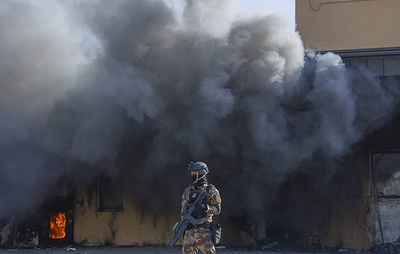 """СМИ: несколько ракет разорвались в """"зеленой зоне"""" Багдада рядом с посольством США"""