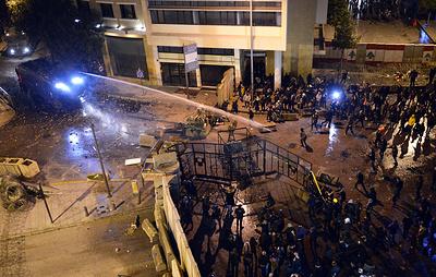 Полиция применила водяные пушки против демонстрантов у правительственного дворца в Бейруте
