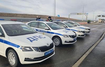 Новые патрульные автомобили вручили подразделениям Госавтоинспекции у Крымского моста