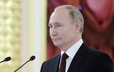Переводчики рассказали, что Путин просит внимательно его слушать и может поправить перевод