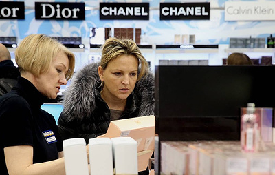 Опрос: большинство женщин потратят на подарок к 23 февраля не более 1 тыс. рублей