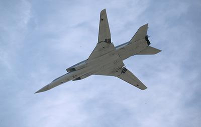 Два дальних бомбардировщика Ту-22М3 выполнили полет над Черным морем
