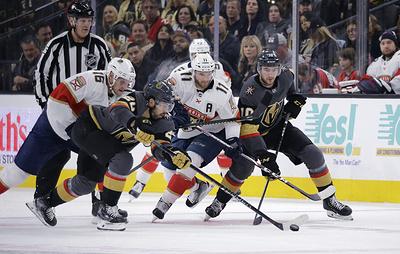 """""""Флорида"""" уступила """"Вегасу"""" в матче НХЛ. Дадонов набрал два очка"""