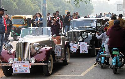 Более 100 классических и раритетных авто проехали по улицам Нью-Дели