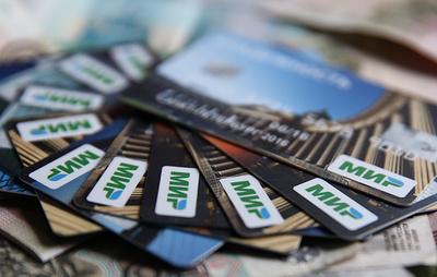 """Владельцы карт """"Мир"""" Сбербанка смогут снимать наличные на кассах магазинов"""