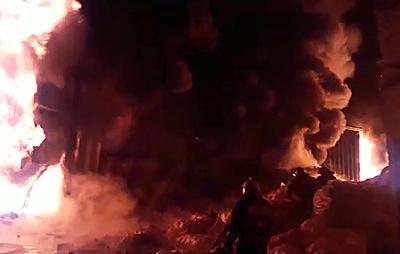 Источник: в результате пожара на складах с резиной в Подмосковье пострадал человек