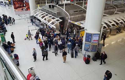 В Нью-Йорке десятки россиян собрались в аэропорту после отмены вывозного рейса в РФ