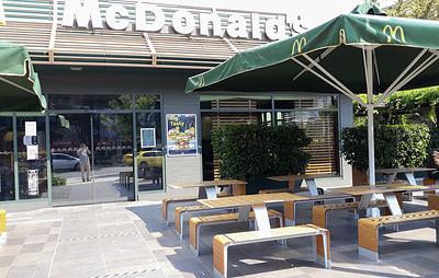 В Греции открылись кафе, рестораны и бары