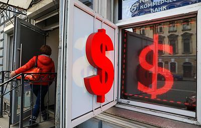 Курс доллара на открытии Мосбиржи опустился ниже 70 рублей