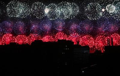 Салют в честь 75-летия Победы раскрасил небо Москвы в цвета российского триколора