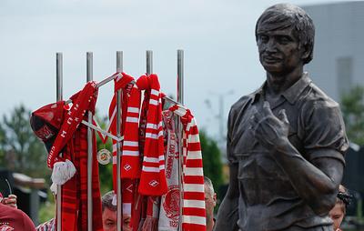 Скульптор Опиок: памятник Черенкову отражает его любовь к футболу и человечность