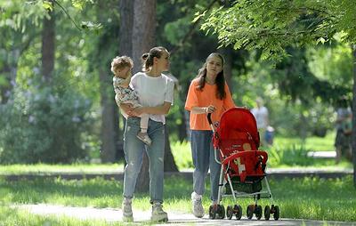 Минтруд: выплаты в 10 тыс. рублей за июнь получили родители более чем 21 млн детей