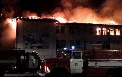Дом культуры на площади 800 кв. метров горит в Гусь-Хрустальном