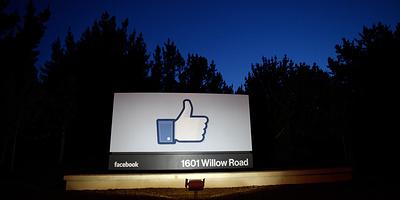 Сотни крупных брендов объявили Facebook бойкот. В чем провинилась соцсеть и что ей грозит?