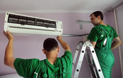 Роскачество рекомендует чистить кондиционер раз в год и регулярно менять в нем фильтры