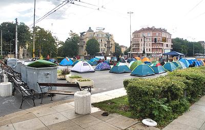 Протестующие в Болгарии блокировали центр Софии палаточными городками