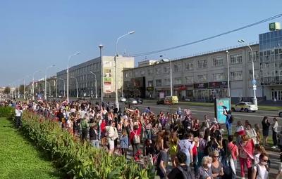 Колонна протестующих в Минске двинулась в сторону проспекта Независимости